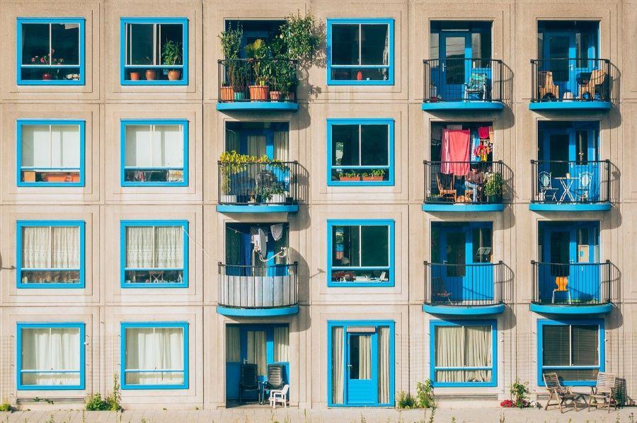 Zútulnite si balkón záhradným nábytkom: Aké kúsky sú vhodné?